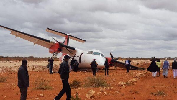 Somali'de yolcu uçağı toprak zemine iniş yaptı - Sputnik Türkiye