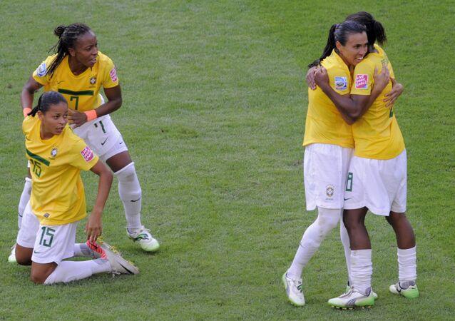 Brezilya'nın kadın milli takımı oyuncuları Formiga ve Marta