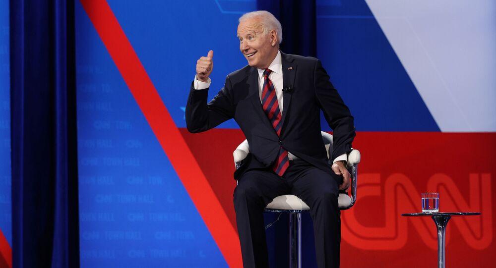 CNN'in Ohio eyaletininCincinnati kentinde düzenlediği yerel meclis formatındaki toplantıda eleman bulamadığından yakınan bir restoran zinciri sahibi, Başkan Joe Biden'dan federal işsizlik yardımları sona erene dek işe girmeyi daha cazip hale getirmek için daha fazla ücret ödemesi tavsiyesi aldı.