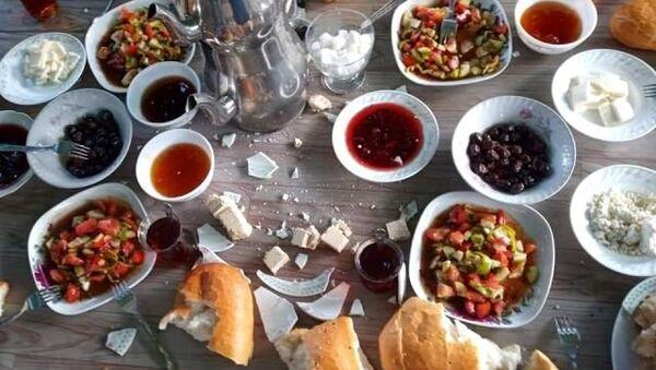 Kahvaltı sofrasının ortasına 'yorgun mermi' düştü - Sputnik Türkiye