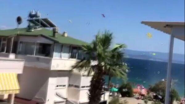 Edremit sahilinde hortum: 3 kişi yaralandı - Sputnik Türkiye