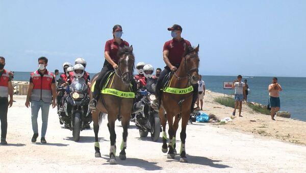 Kumburgaz Plajı'nda atlı birlikler - Sputnik Türkiye