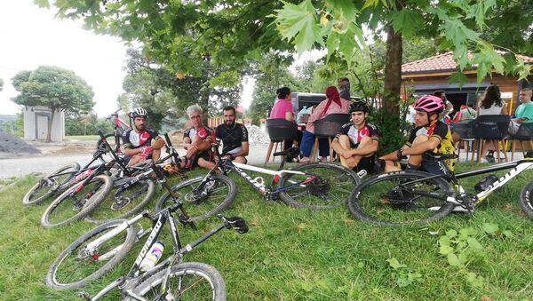 Sökülen şeritler nedeniyle Polonezköy Tabiat Parkı'nda kaybolan bisikletçiler - Sputnik Türkiye