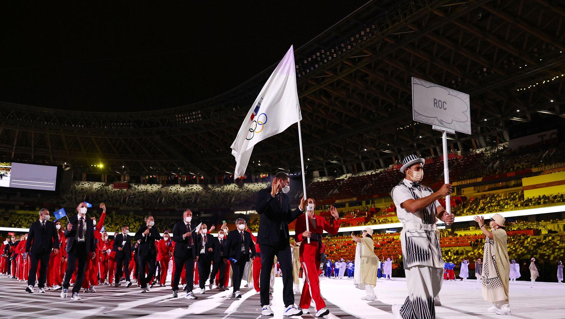 Rusya bayrağı veya marşının çalınması yasak olduğu oyunlarda 335 Rus sporcu ROC adı altında bağımsız olarak boy gösterecek. Rus sporcular oyunlar sırasında üzerinde Rusya bayrağı bulunan olimpiyat sembolü olan ROC sembolünü kullanabilecek. Rusya'yı temsil eden hiçbir sembol hiçbir şekilde oyunlarda kullanılmayacak. - Sputnik Türkiye, 1920, 24.07.2021