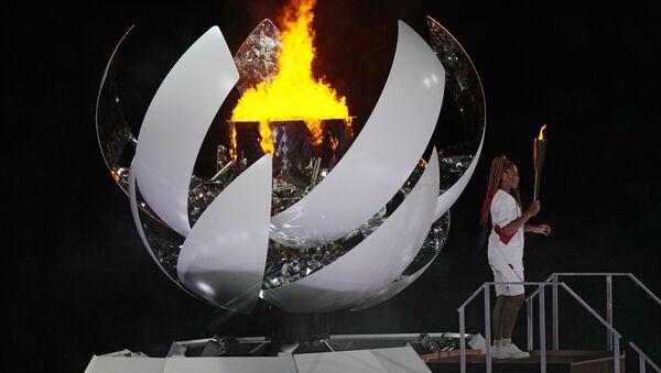 Tokyo'da Olimpiyat meşalesi  tenisçi Naomi Osaka tarafından yakıldı  - Sputnik Türkiye