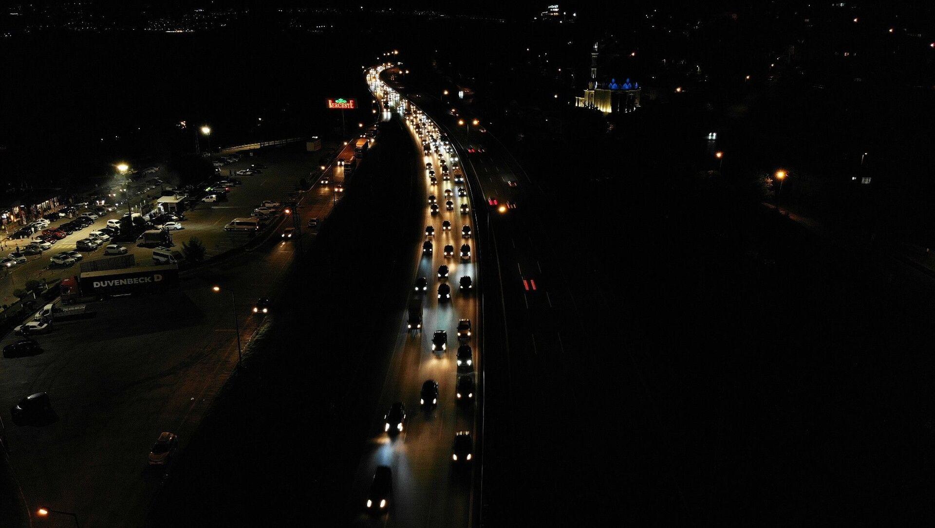 KurbanBayramı'nın son gününde vatandaşlar geri dönüşlere başlarken TEM Otoyolu Sakarya geçişinde yoğunluk yaşandı. - Sputnik Türkiye, 1920, 24.07.2021