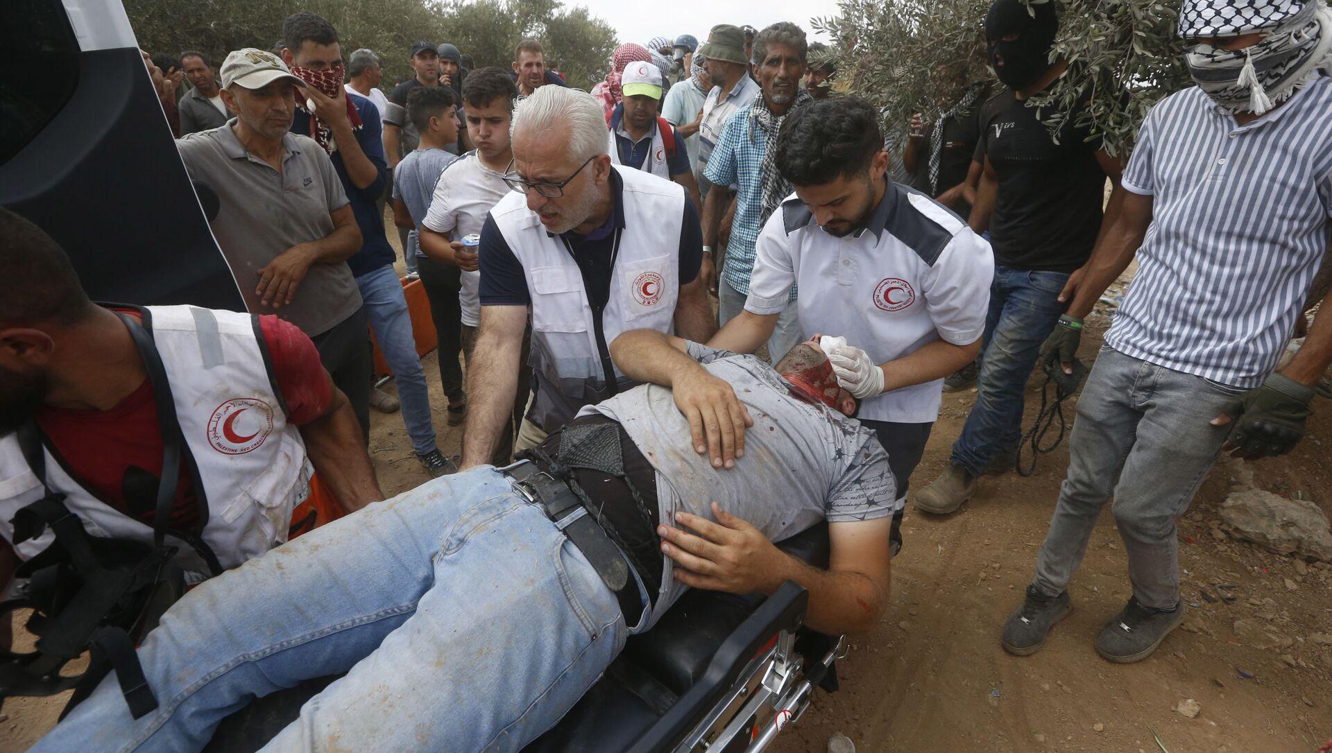 Filistin Kızılayı, İsrail güçlerinin Batı Şeria'nın Beita kasabasında yasa dışı Yahudi yerleşim politikalarına karşı gerçekleştirilen protestoya müdahalesinde 320 Filistinlinin yaralandığını duyurdu. - Sputnik Türkiye, 1920, 24.07.2021