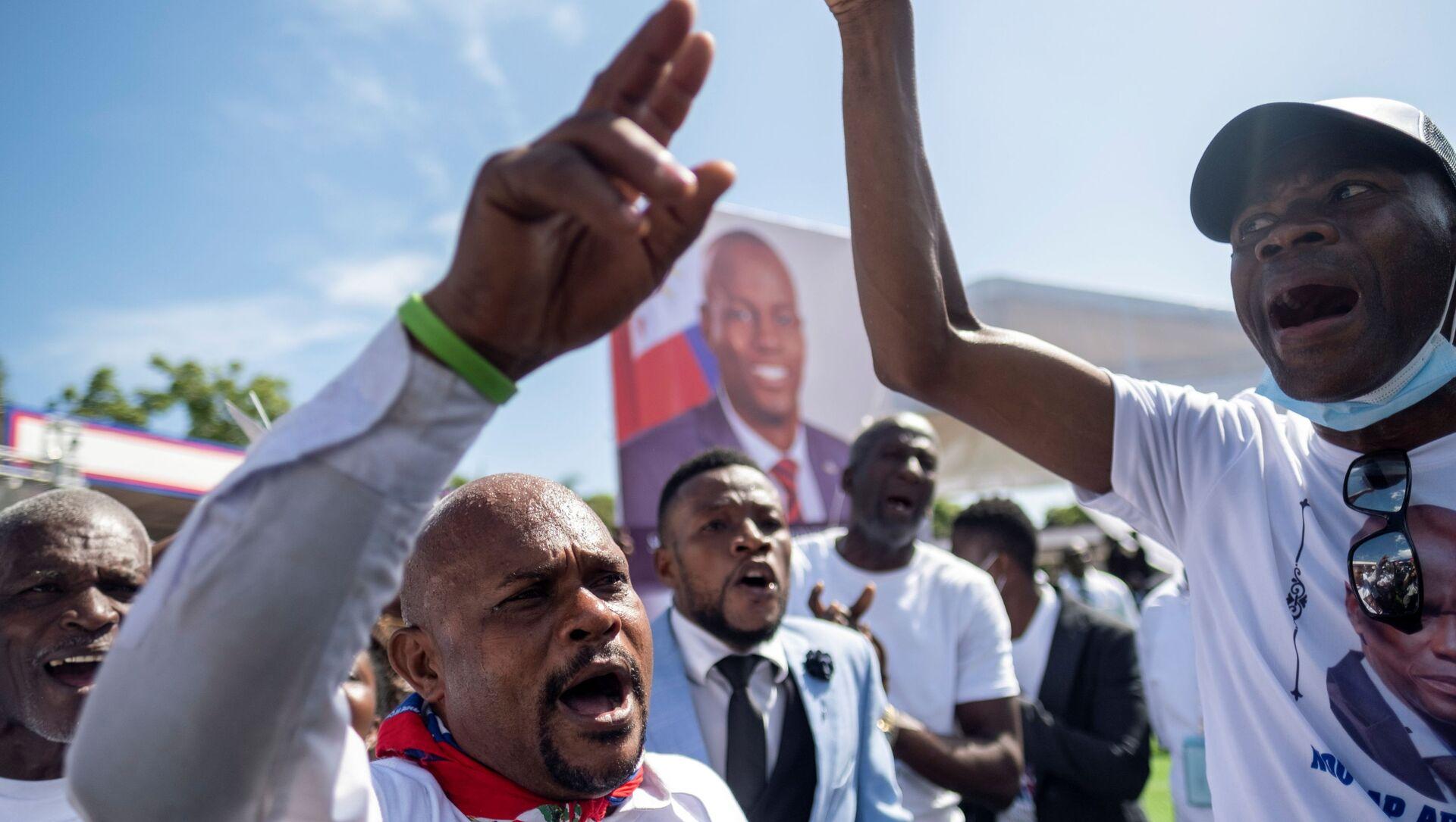 Haiti'nin suikast sonucu hayatını kaybeden Devlet Başkanı Jovenel Moise için yoğun protestolar arasında cenaze töreni düzenlendi. - Sputnik Türkiye, 1920, 24.07.2021