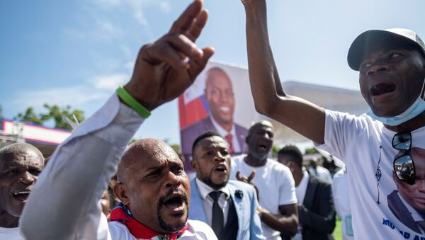 Haiti'nin suikast sonucu hayatını kaybeden Devlet Başkanı Jovenel Moise için yoğun protestolar arasında cenaze töreni düzenlendi. - Sputnik Türkiye