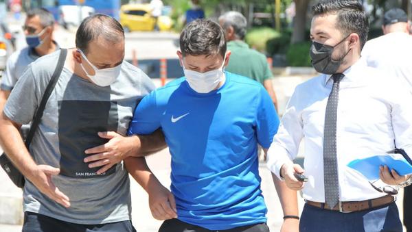 Go-kart kemerinin yanlış bağlanması sonucu bağırsakları yırtılan genç iç kanama geçirdi - Sputnik Türkiye