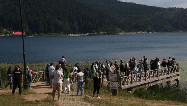 Abant Tabiat Parkı'nda tatilciler yoğunluğa neden oldu - Sputnik Türkiye
