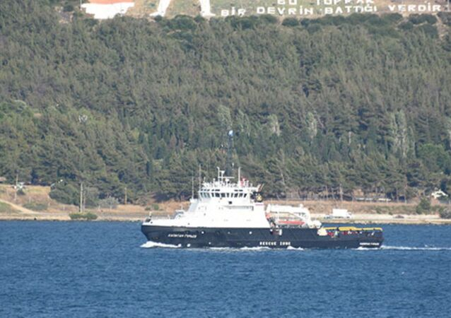 Çanakkale Boğazı'ndan geçen Rus Donanması'na ait 'Captain Guryev' isimli askeri römorkör Ege Denizi'ne doğru yol aldı.