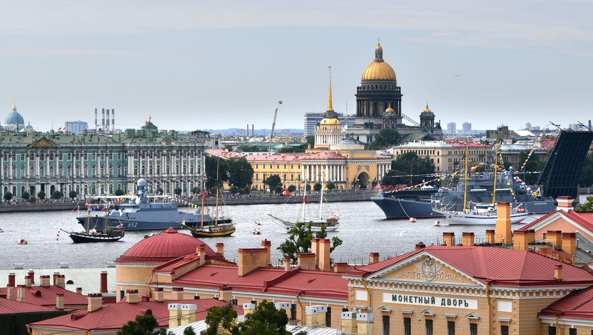 Saint Petersburg'da savaş gemileri ve nükleer denizaltıların geçit töreni yaptığı Rusya Donanma Günü - Sputnik Türkiye, 1920, 06.08.2021