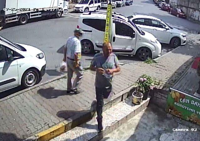 İstanbul Sarıyer'de telefonda kendisini zabıta müdürü olarak tanıtan kişi, esnafı dolandırmaya çalıştı.