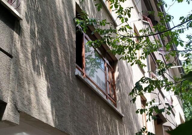 Kanseri hastası eşi Hamiyet Yıldırım'ı  kravatla boğduktan sonra tabanca ile yaşamına son veren Mehmet Yıldırım'ın evi