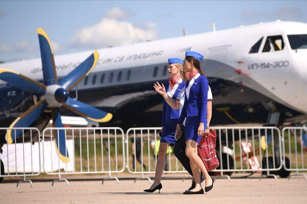 Rusya'nın yeni turboprop yolcu uçağı Il-114-300. Yeni MAKS Uluslararası Havacılık ve Uzay Fuarı, 2023 yılının temmuz-ağustos aylarında düzenlenecek. - Sputnik Türkiye