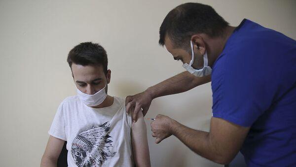 Şanlıurfa-genç-koronavirüs aşı - Sputnik Türkiye