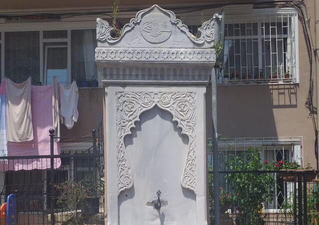 Beşiktaş Eğriçınar Sokak'ta yer alan tarihi çeşmede Abdülhamid Han tuğrası