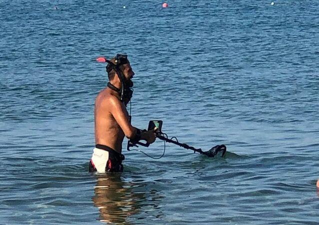 Antalya sahillerinde define avcıları