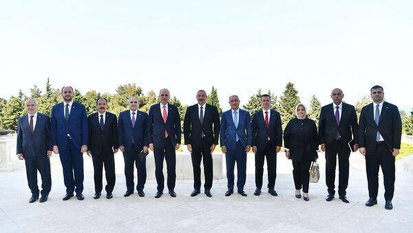 Azerbaycan Cumhurbaşkanı İlham Aliyev tarafından kabul edilen AK Parti heyeti - Sputnik Türkiye