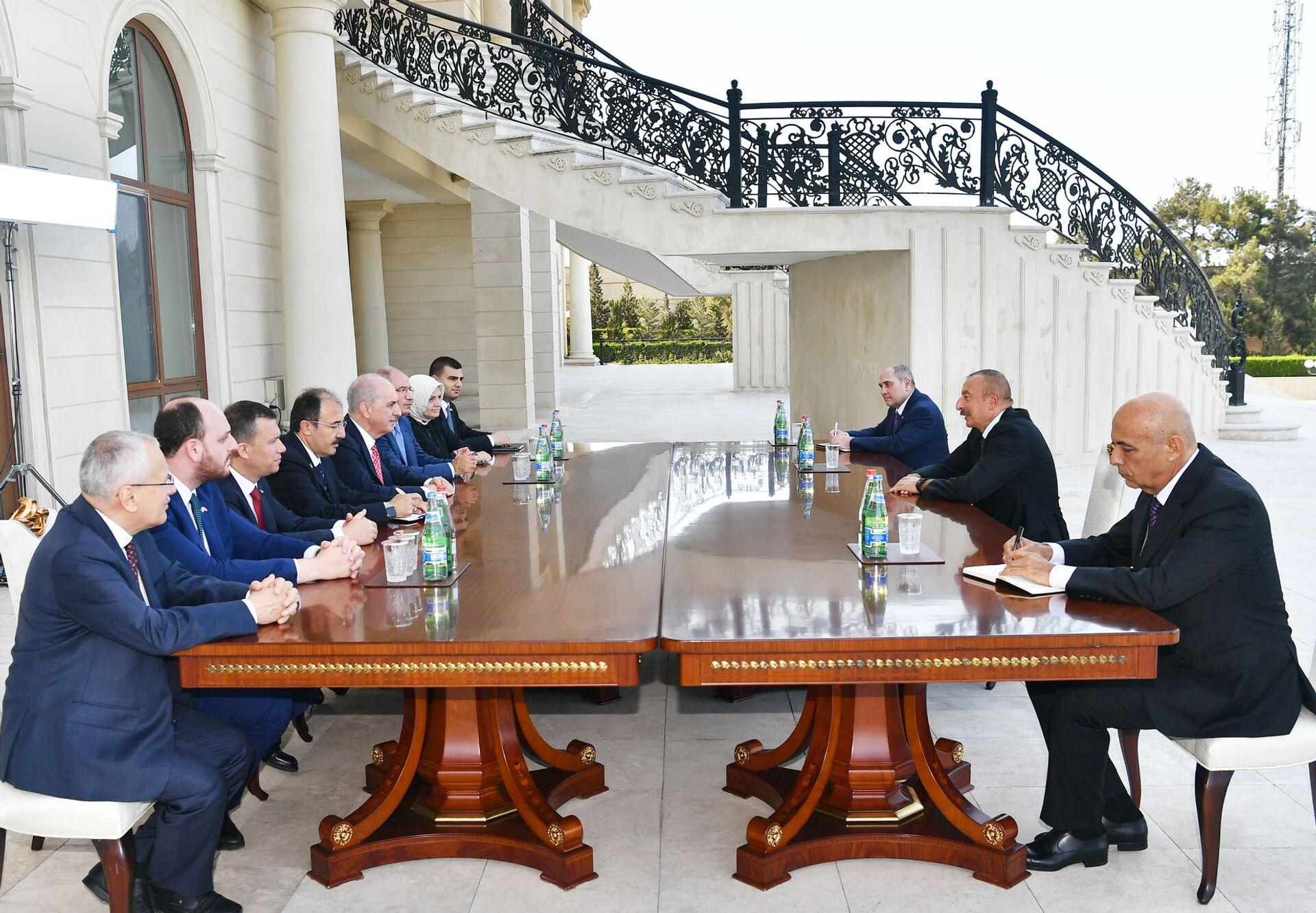 AK Parti Genel Başkanvekili Numan Kurtulmuş başkanlığındaki AK Parti heyeti, temaslarda bulunmak için gittikleri Azerbaycan'da Cumhurbaşkanı İlham Aliyev tarafından kabul edildi. - Sputnik Türkiye, 1920, 10.08.2021