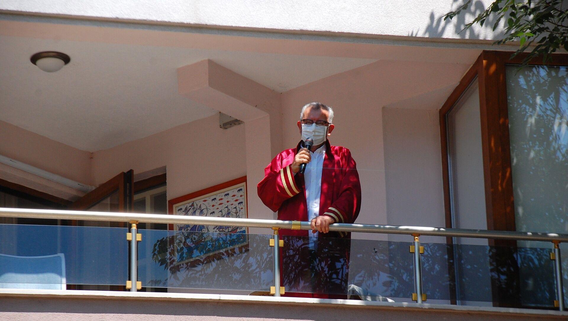 Koronavirüse yakalanan Keşan Belediye Başkanı, evinin balkonunda nikâh kıydı - Sputnik Türkiye, 1920, 26.07.2021