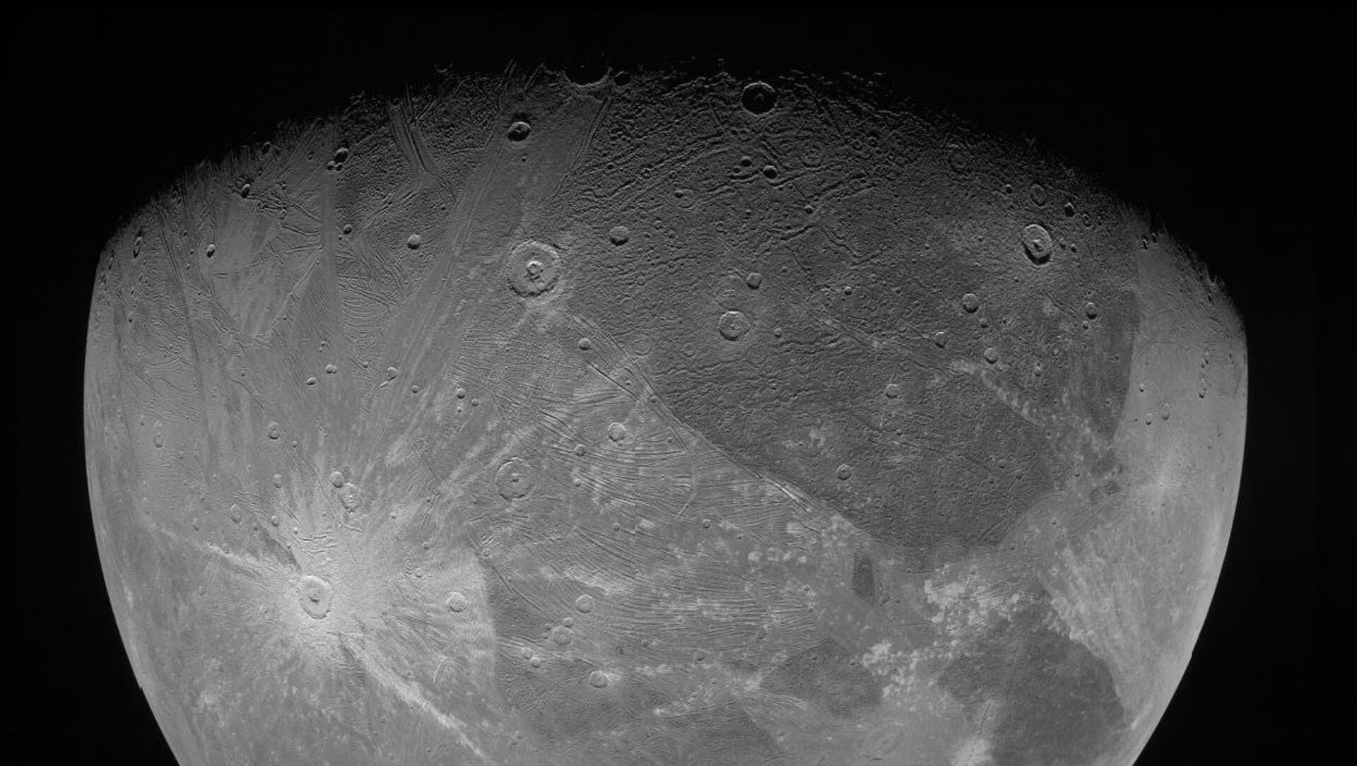 Jüpiter'in en büyük uydusu Ganymede - Sputnik Türkiye, 1920, 27.07.2021