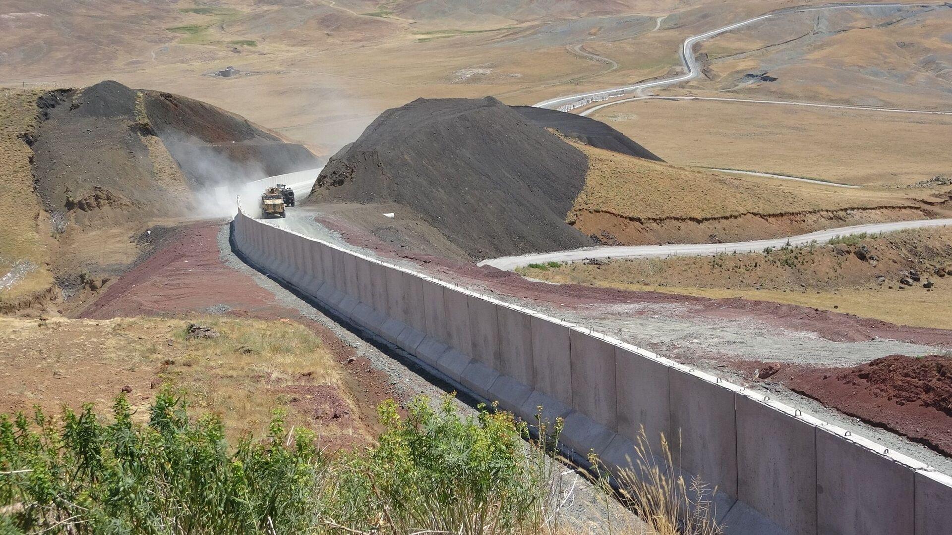 Türkiye-İran sınırında inşa edilen duvar - Sputnik Türkiye, 1920, 27.07.2021
