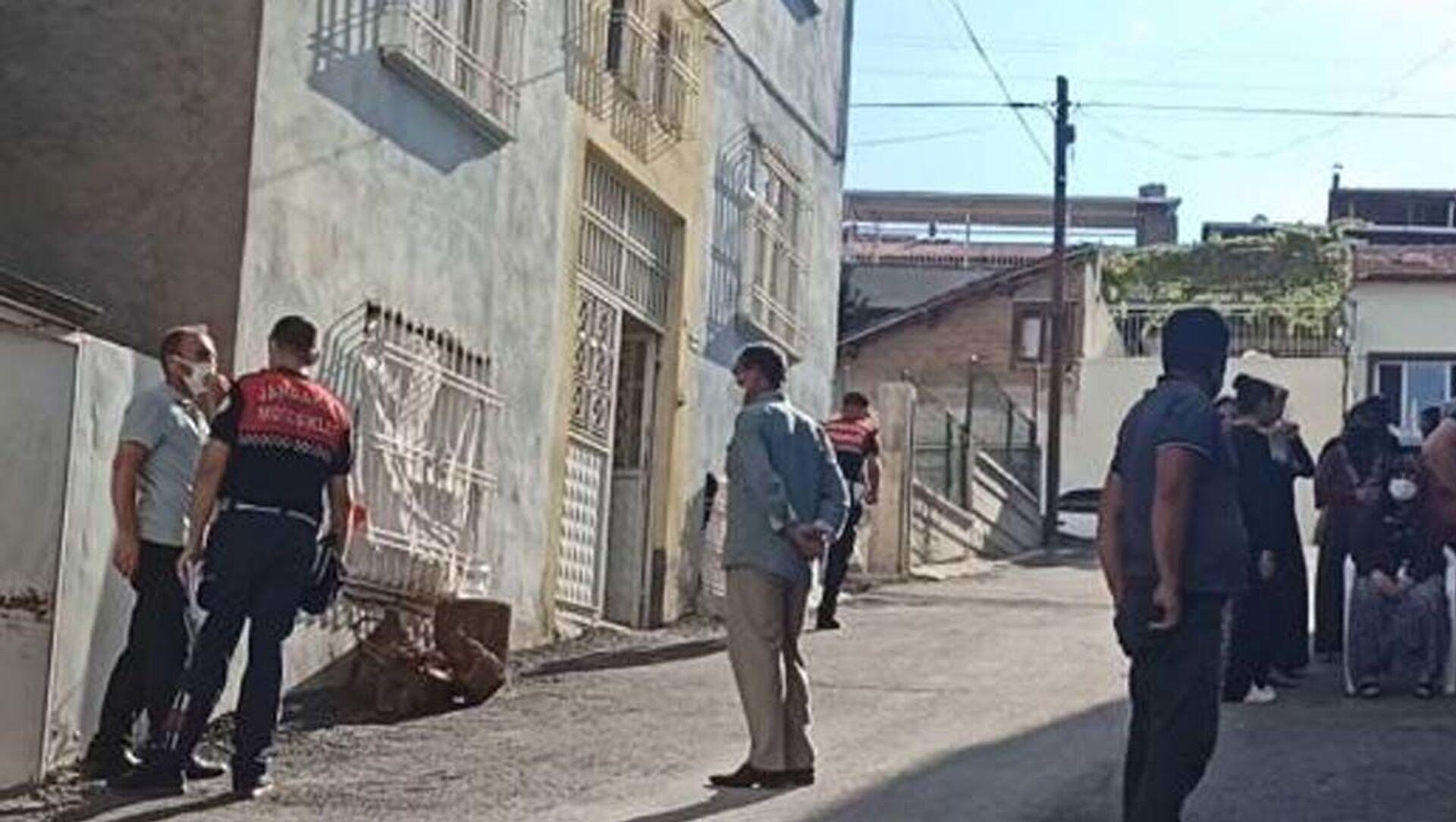 Malatya'da, Selma Ö. (41), cep telefonuna cevap vermediği gerekçesiyle eşi Mehmet Ö. (56) tarafından bıçaklanarak öldürüldü. - Sputnik Türkiye, 1920, 27.07.2021