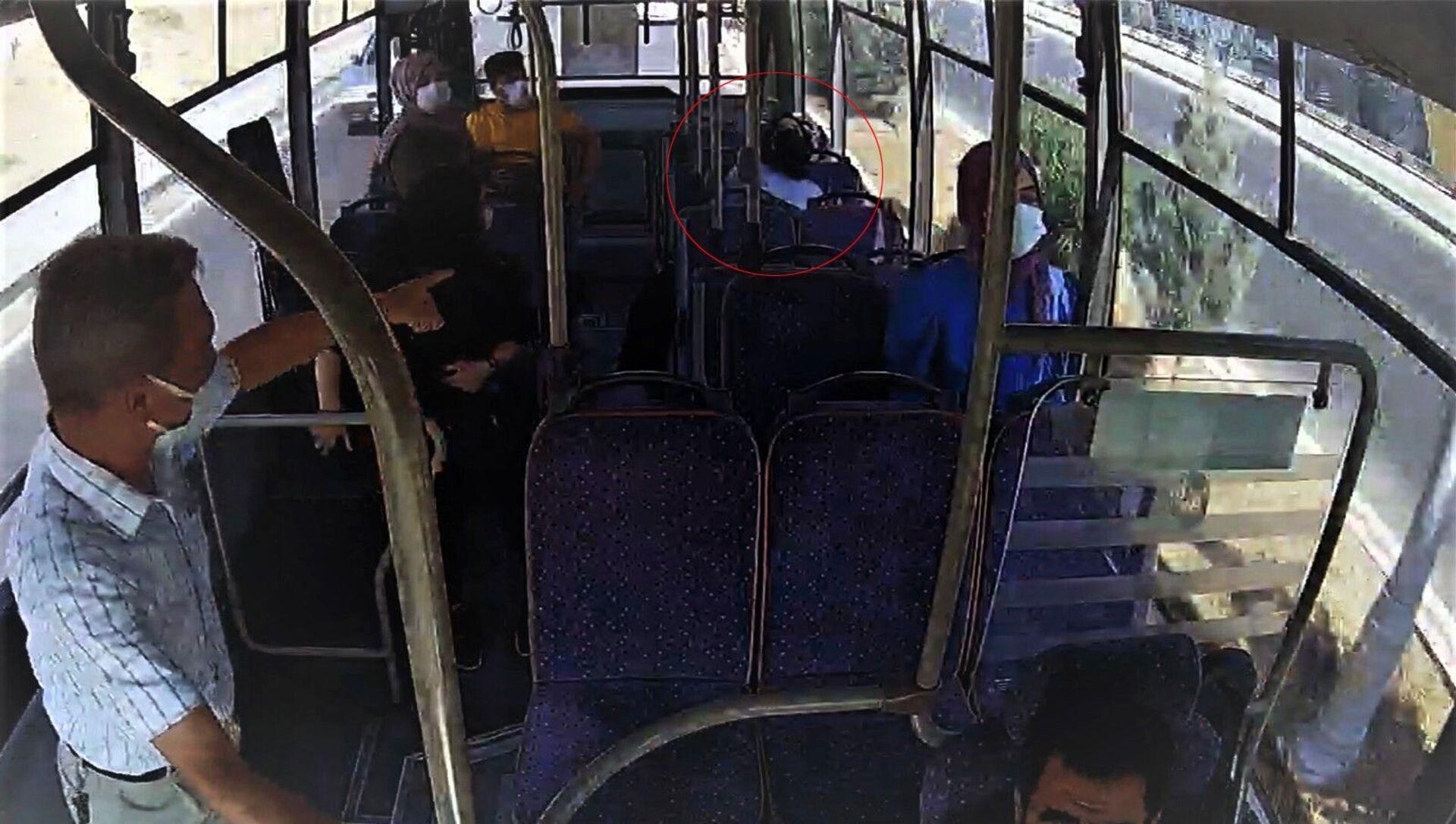 Siirt'te otobüste bayılan yolcuyu şoför hastaneye yetiştirdi - Sputnik Türkiye, 1920, 27.07.2021