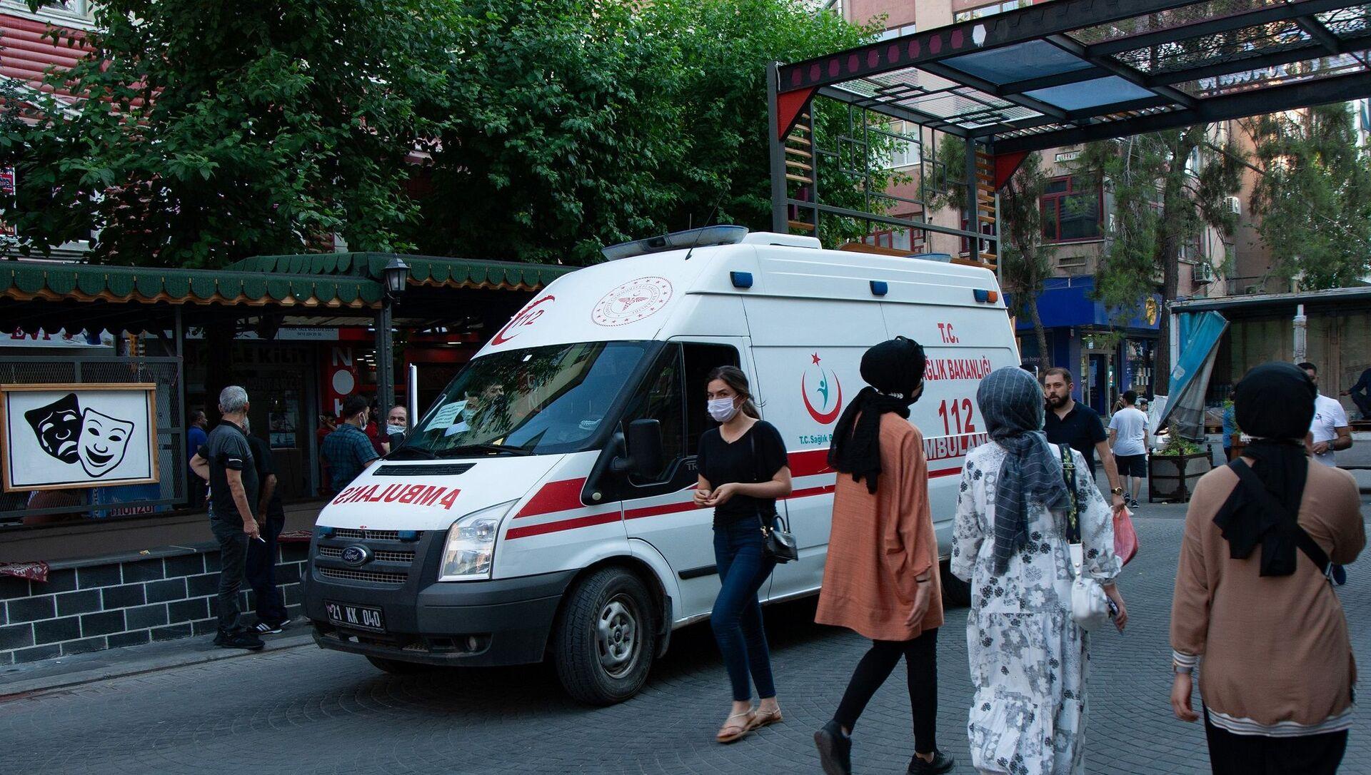 Diyarbakır - maske - koronavirüs - ambulans  - Sputnik Türkiye, 1920, 28.07.2021