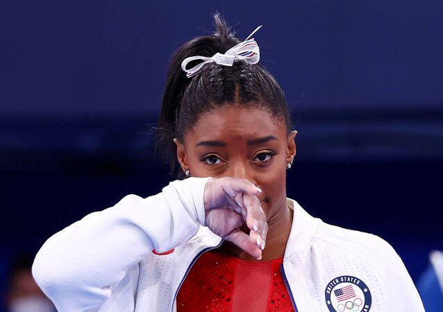 Tokyo Olimpiyatı'nda zorlanan ve üst üste finallerden çekilen ABD'li jimnastikçi Simone Biles