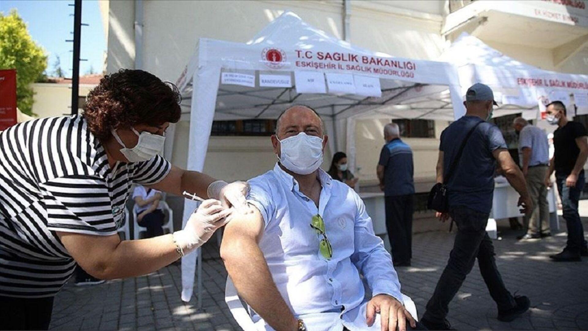 Eskişehir'de randevusuz Kovid-19 aşı uygulaması için noktalar oluşturuldu - Sputnik Türkiye, 1920, 28.07.2021