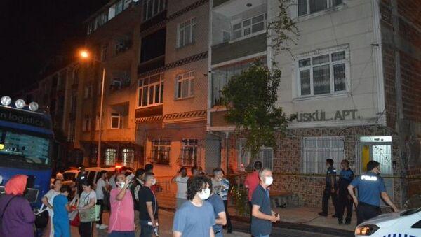 Sultangazi'de yanında inşaat kazısı yapılan iki bina çökme tehlikesi nedeniyle boşaltıldı. - Sputnik Türkiye