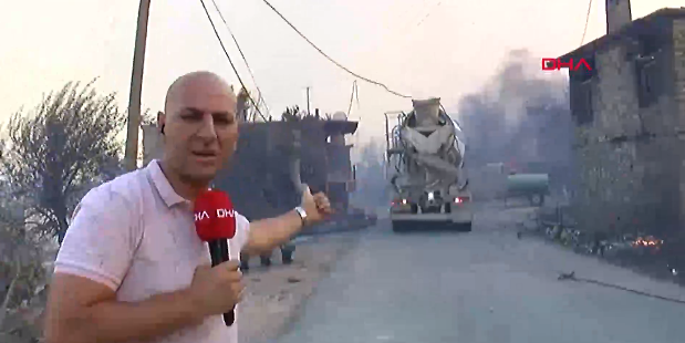DHA muhabiri canlı yayında büyük tehlike atlattı