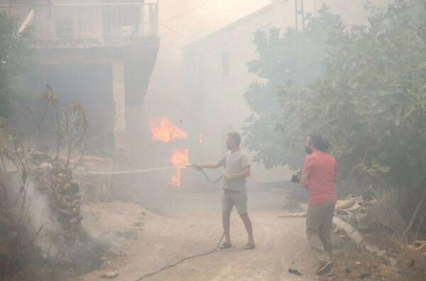 Özellikle Kalemler bölgesinde tahliye edilen birçok ev yangından zarar gördü.Manavgat'ta kriz masası oluşturularak evleri boşaltılan vatandaşlar için 700 civarında konaklama yeri ayarlandı.  - Sputnik Türkiye
