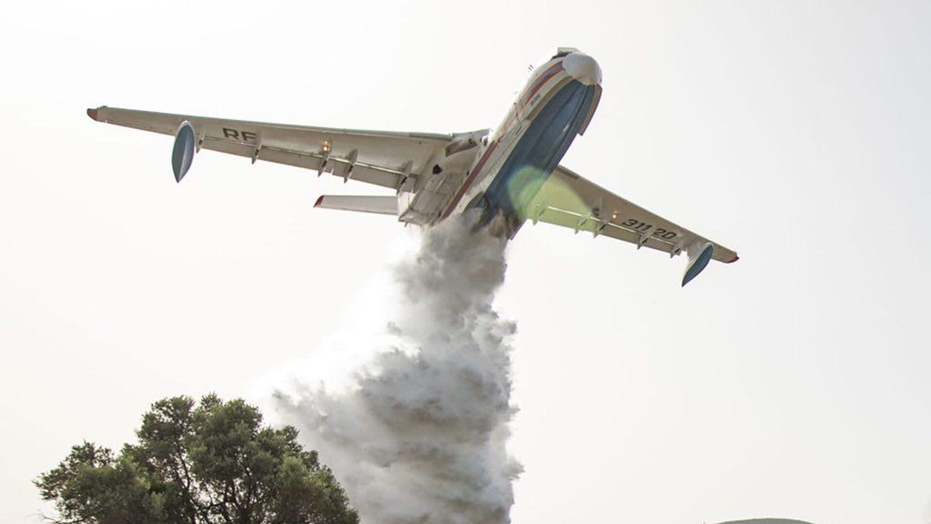 Antalya'daki yangında üç Be-200 uçağı görev yapıyor - Sputnik Türkiye, 1920, 29.07.2021