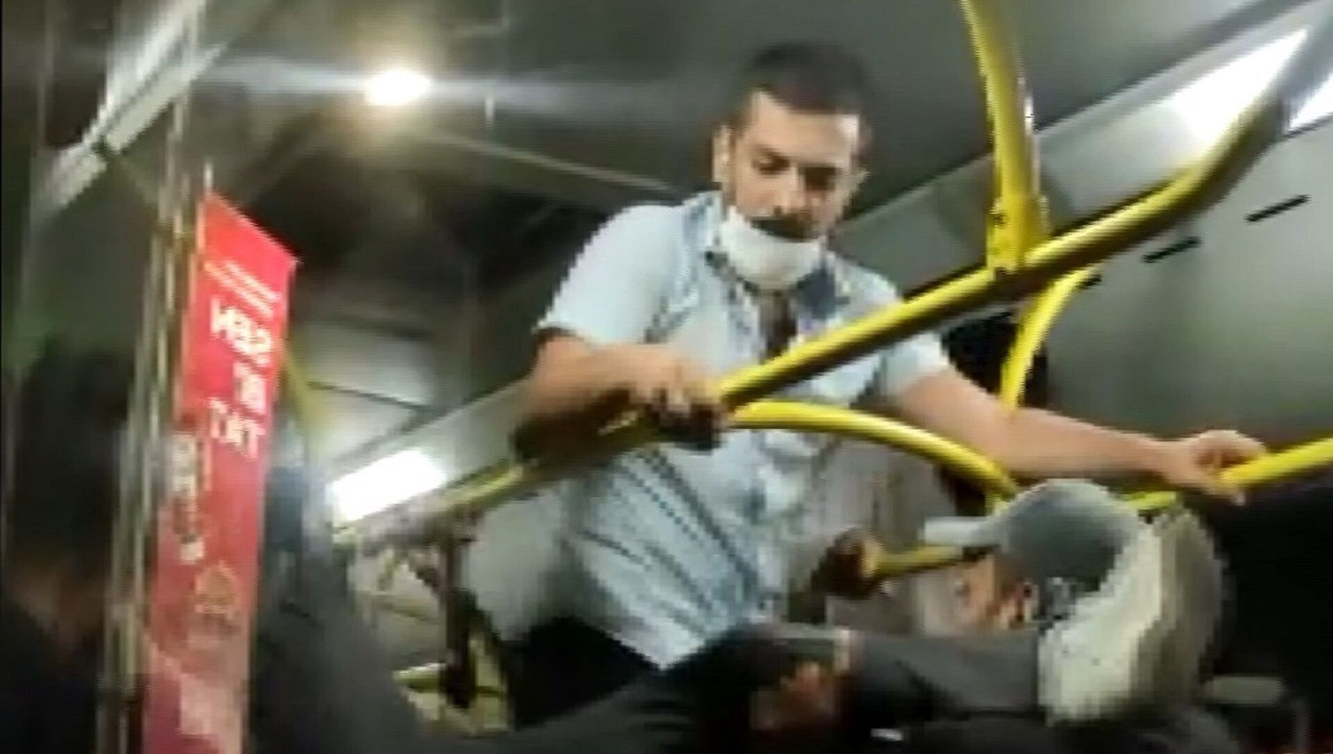 İstanbul Üsküdar'da, otobüste 'maske takma' kavgası  - Sputnik Türkiye, 1920, 29.07.2021