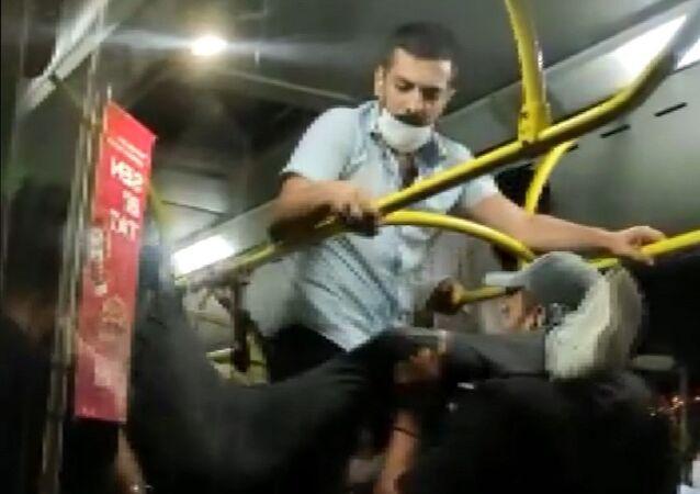 İstanbul Üsküdar'da, otobüste 'maske takma' kavgası