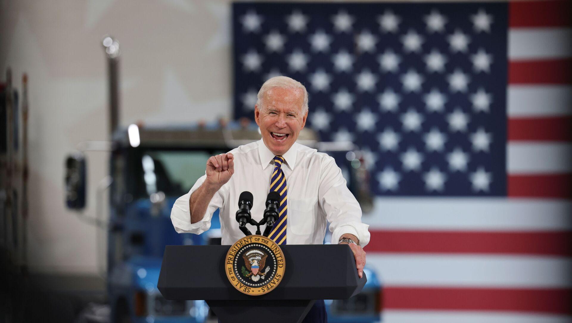 ABD Başkanı Joe Biden, Pensylvania eyaletindeki otomotiv üreticilerini ziyaret ederek konuşma yaptı (28 Temmuz 2021) - Sputnik Türkiye, 1920, 29.07.2021