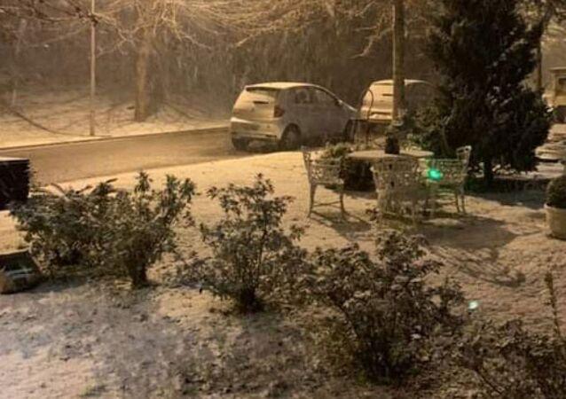 Brezilya'da sıcaklık eksi 10 dereceye düştü, sokaklar beyaza büründü