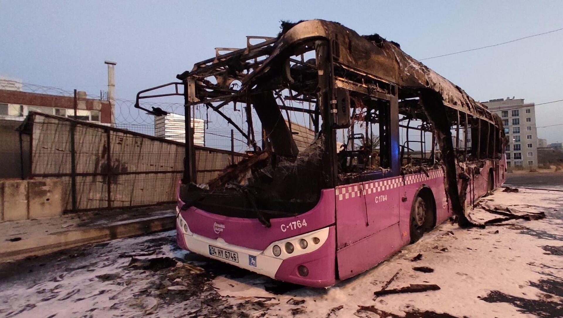 Başakşehir'de İETT otobüsü alev alev yandı - Sputnik Türkiye, 1920, 30.07.2021