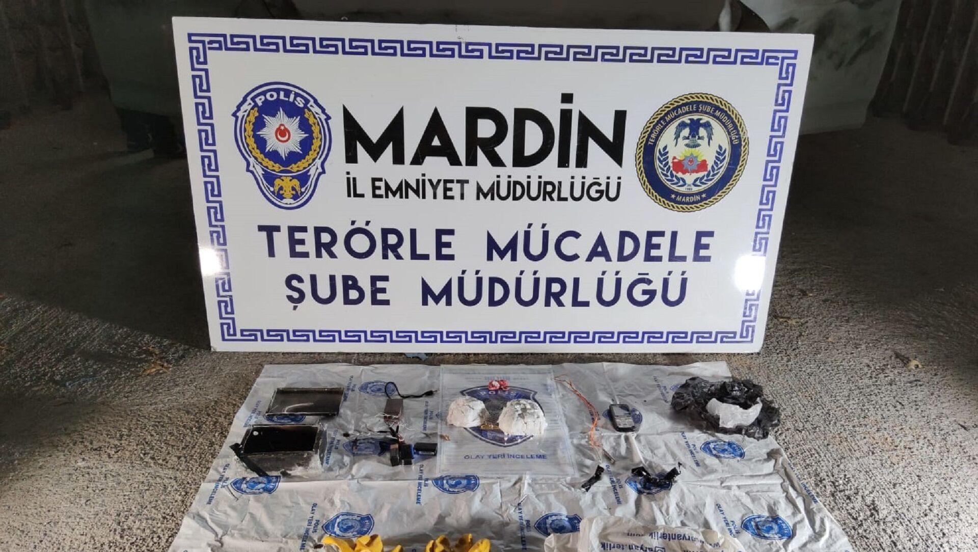 Mardin'de bombalı eylem hazırlığındaki bir örgüt mensubu, 2 kg ağırlığındaki plastik patlayıcı ile yakalandı - Sputnik Türkiye, 1920, 30.07.2021
