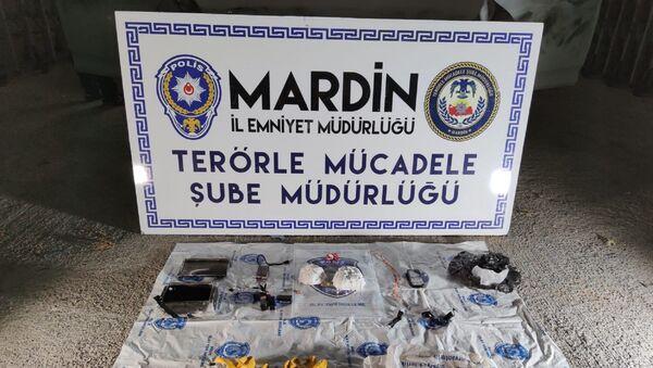 Mardin'de bombalı eylem hazırlığındaki bir örgüt mensubu, 2 kg ağırlığındaki plastik patlayıcı ile yakalandı - Sputnik Türkiye