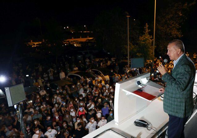 Cumhurbaşkanı Recep Tayyip Erdoğan, orman yangınlarının devam ettiği Muğla'da yaptığı incelemelerin ardından halka hitap etti.