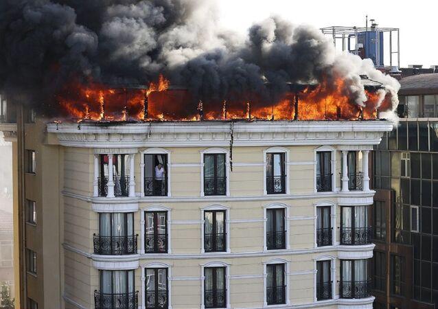 Ankara'nın Çankaya ilçesi Maltepe semtinde bir otelin çatı katında yangın çıktı.