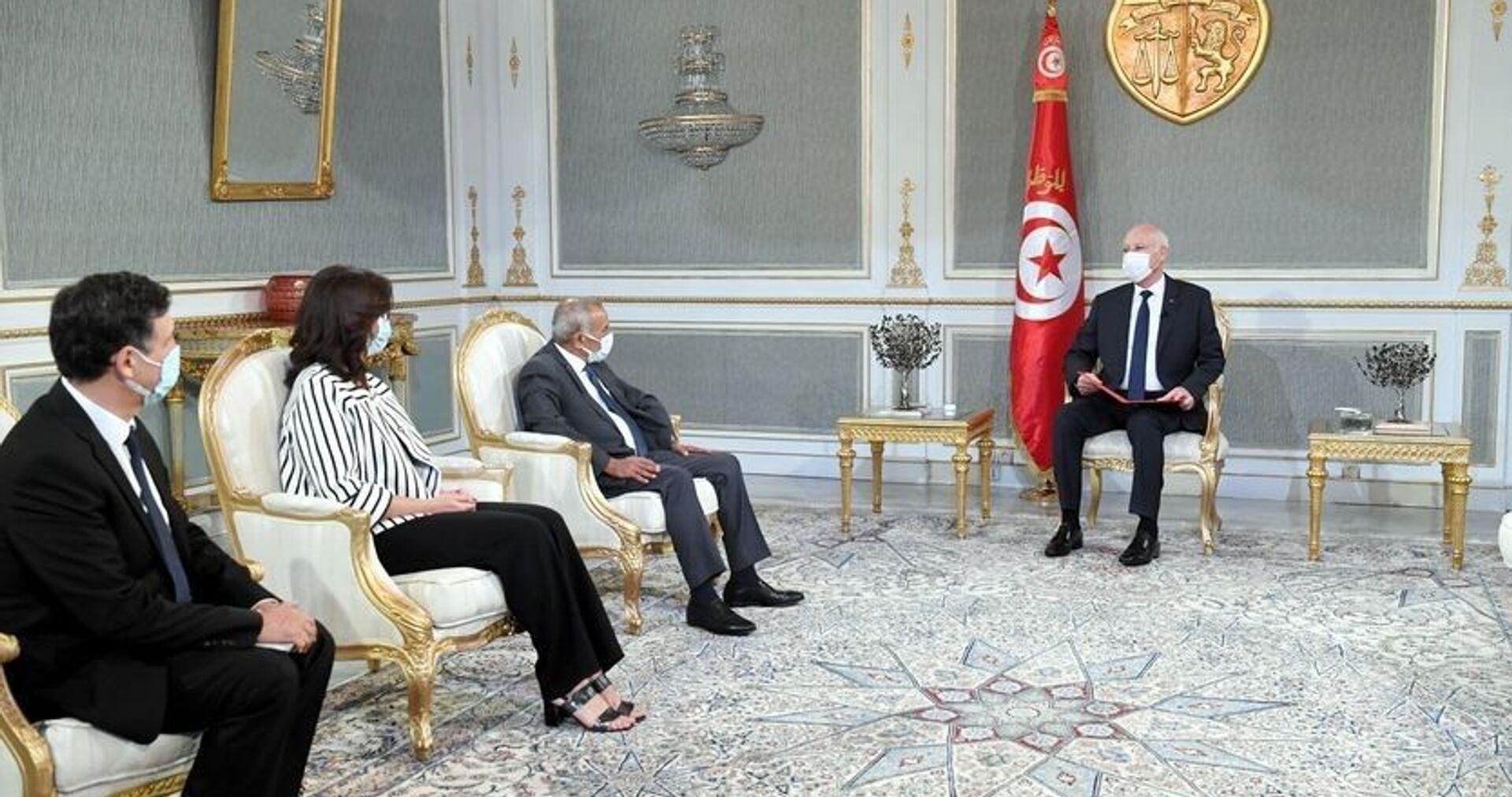 Tunus Cumhurbaşkanı Kays Said, haklar yasa çerçevesinde korunduğu için ülkede adaletsizliğe, gasp veya fonlara el konulmasına yer olmadığını söyledi. - Sputnik Türkiye, 1920, 01.08.2021