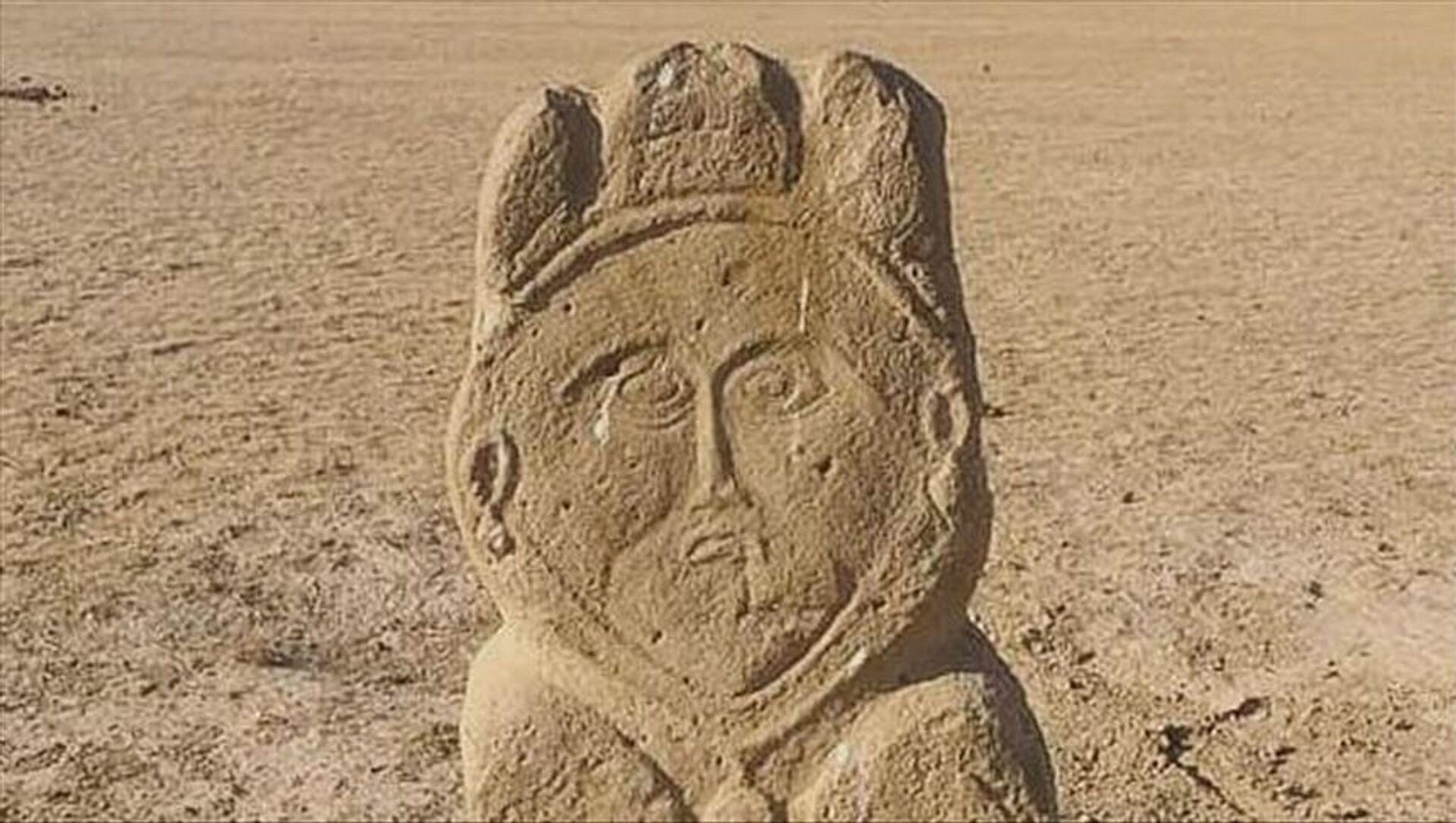Kazakistan'ın güneyindeki Türkistan şehrine 250 kilometre mesafede, yaklaşık 1300 yıllık eski Türk dönemine ait taş heykele rastlandı. - Sputnik Türkiye, 1920, 01.08.2021