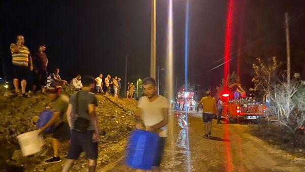 Yangın bölgelerinde halk seferberliği - Sputnik Türkiye