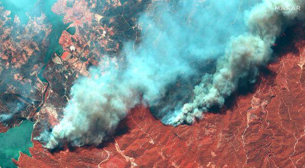 Manavgat'taki orman yangınının uydu görüntüsü - Sputnik Türkiye